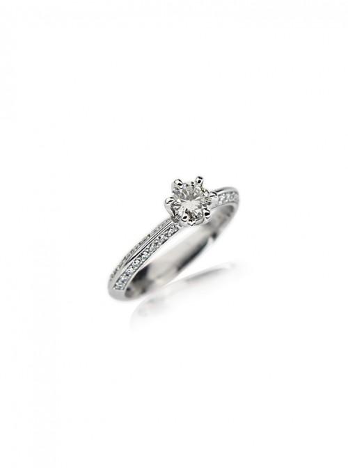 Pierścionek zareczynowy z diamentami 0.65 karata  białe złoto 0.750 18 karatowe
